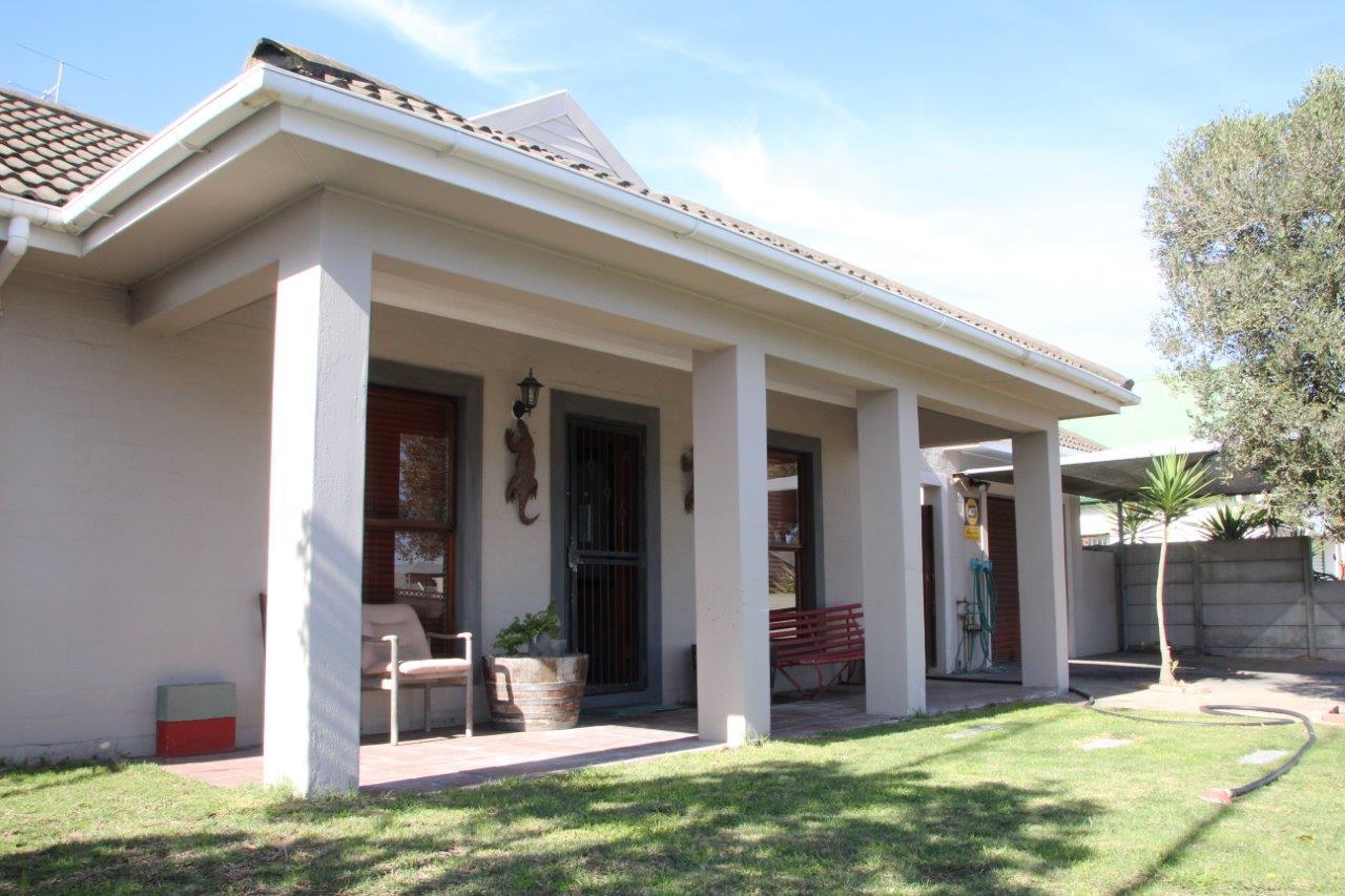 Property and Houses for sale in Velddrif, House, 4 Bedrooms - ZAR 1,460,000