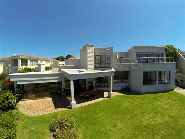 Plettenberg Bay, Lower Robberg Property    Houses For Sale Lower Robberg (Garden Route), Lower Robberg, House 4 bedrooms property for sale Price:3,300,000