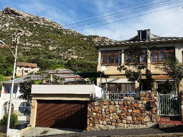 Kalk Bay, House 4 bedrooms property for sale Price:4,950,000