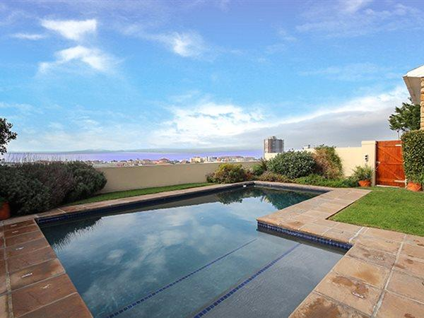 Muizenberg property for sale. Ref No: 13445993. Picture no 2