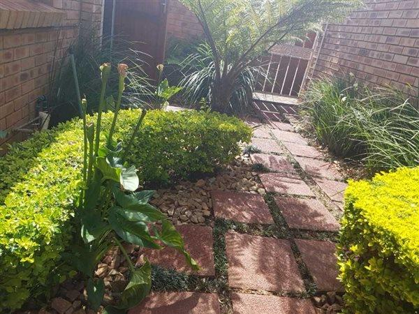 Pretoria, Equestria Property  | Houses To Rent Equestria, Equestria, Townhouse 3 bedrooms property to rent Price:, 13,00*