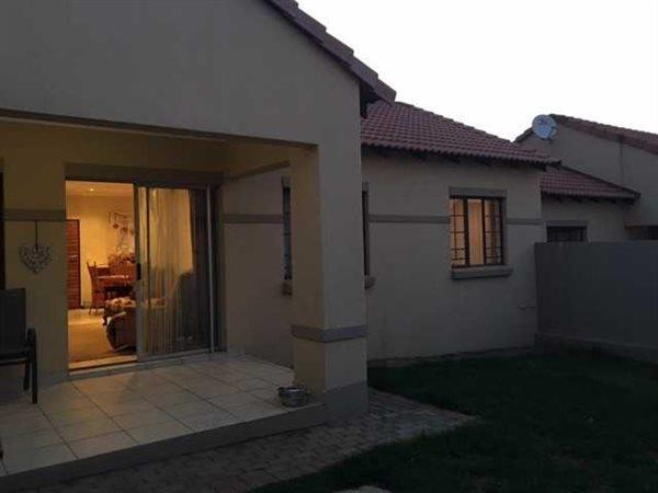 Pretoria, Mooikloof Ridge Property  | Houses For Sale Mooikloof Ridge, Mooikloof Ridge, Townhouse 2 bedrooms property for sale Price:1,030,000