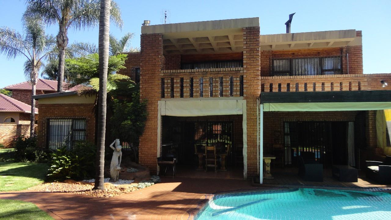 Property and Houses for sale in Elarduspark, House, 5 Bedrooms - ZAR 2,350,000
