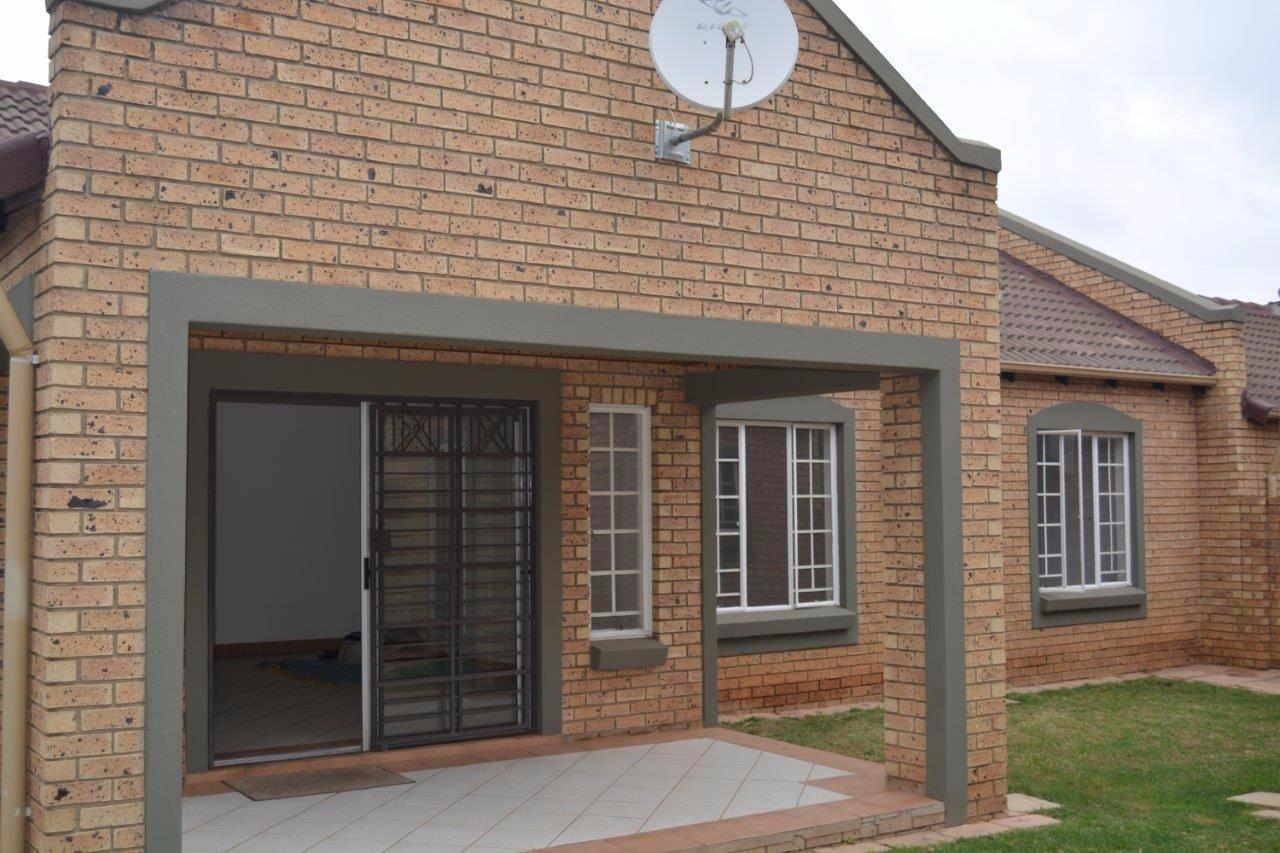 Pretoria, Equestria Property    Houses To Rent Equestria, Equestria, Townhouse 3 bedrooms property to rent Price:, 13,00*