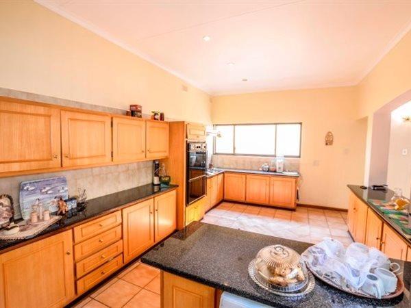 Nelspruit property for sale. Ref No: 13500023. Picture no 5