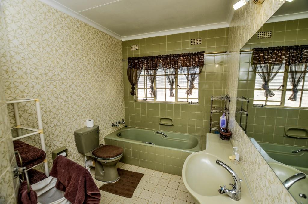 Nelspruit property for sale. Ref No: 13498590. Picture no 14