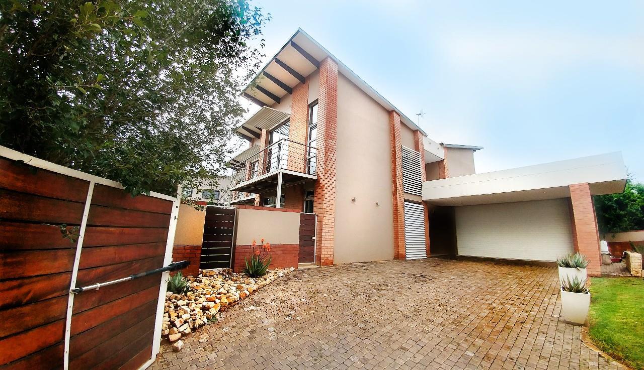 Pretoria, Olympus Property  | Houses For Sale Olympus, Olympus, Country Estate 4 bedrooms property for sale Price:4,670,000