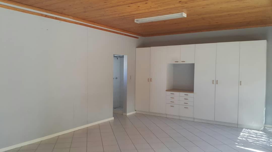 5 Bedroom House To Rent in Eros Park