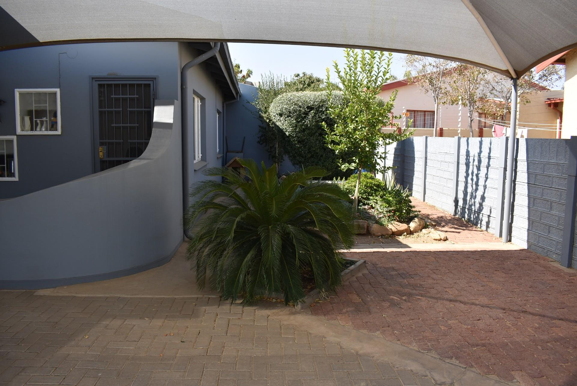 2 Bedroom House To Rent in Cimbebasia