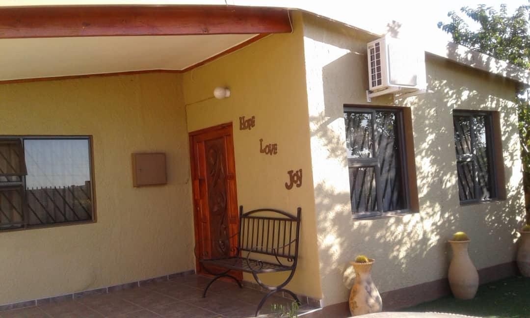 2 Bedroom House To Rent in Khomasdal