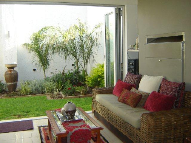 2 Bedroom House For Sale in Kleine Kuppe