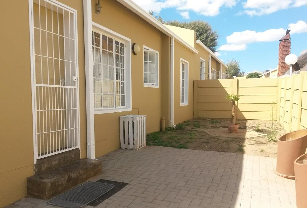 2 Bedroom Townhouse For Sale in Pioniers Park