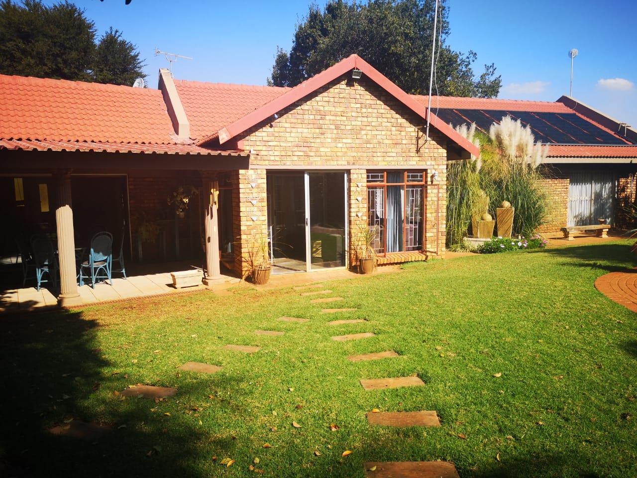 3 Bedroom House For Sale in Dennesig