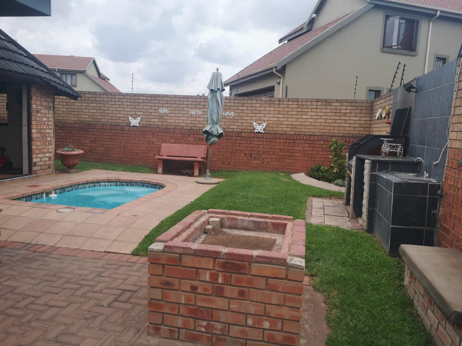 3 Bedroom House For Sale in Aerorand