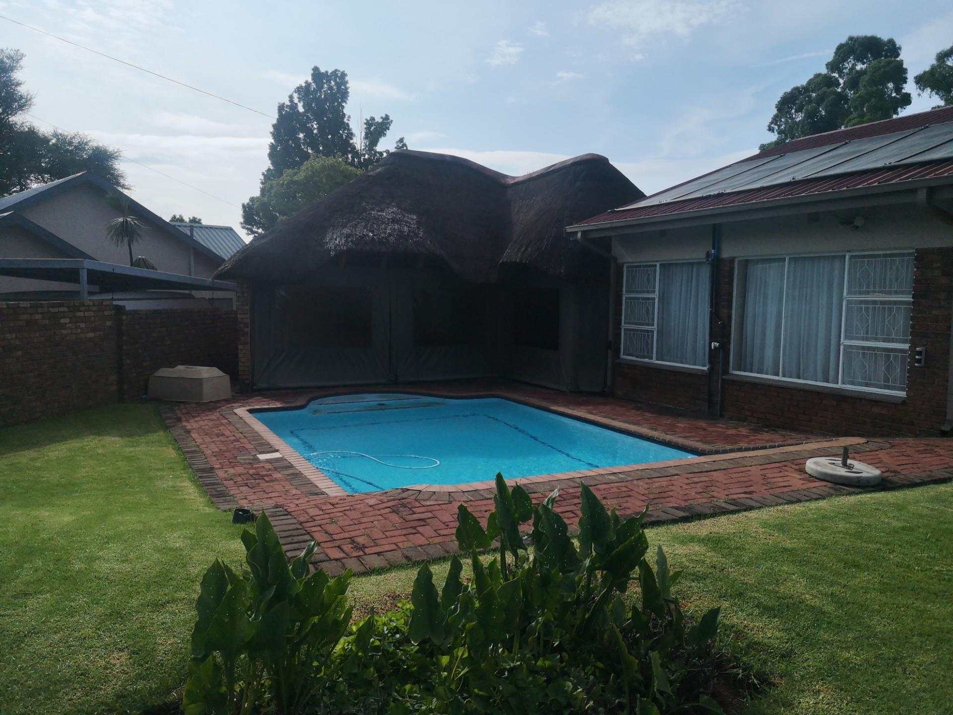 4 Bedroom House For Sale in Gholfsig