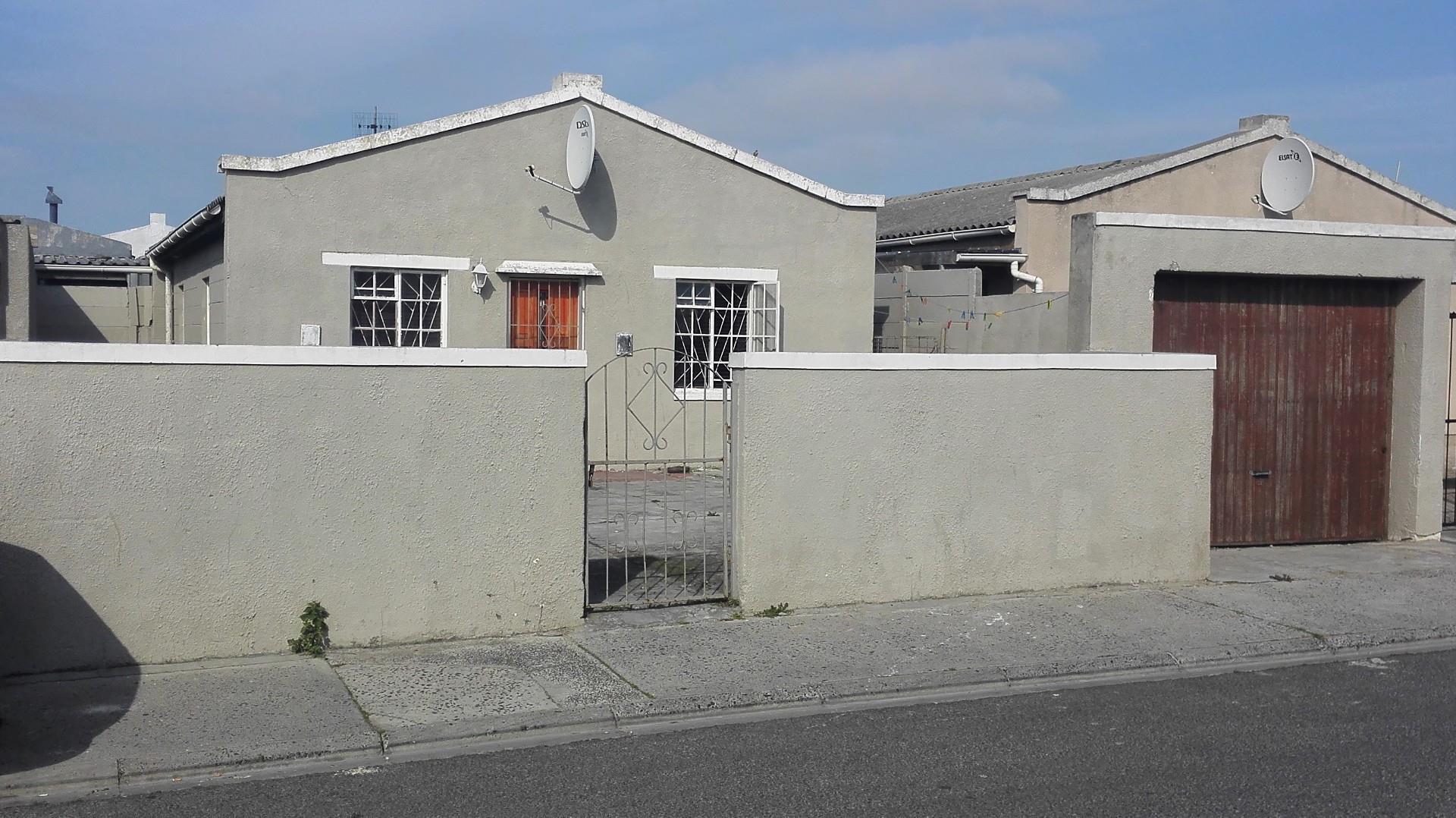 3 Bedroom House For Sale in Lentegeur