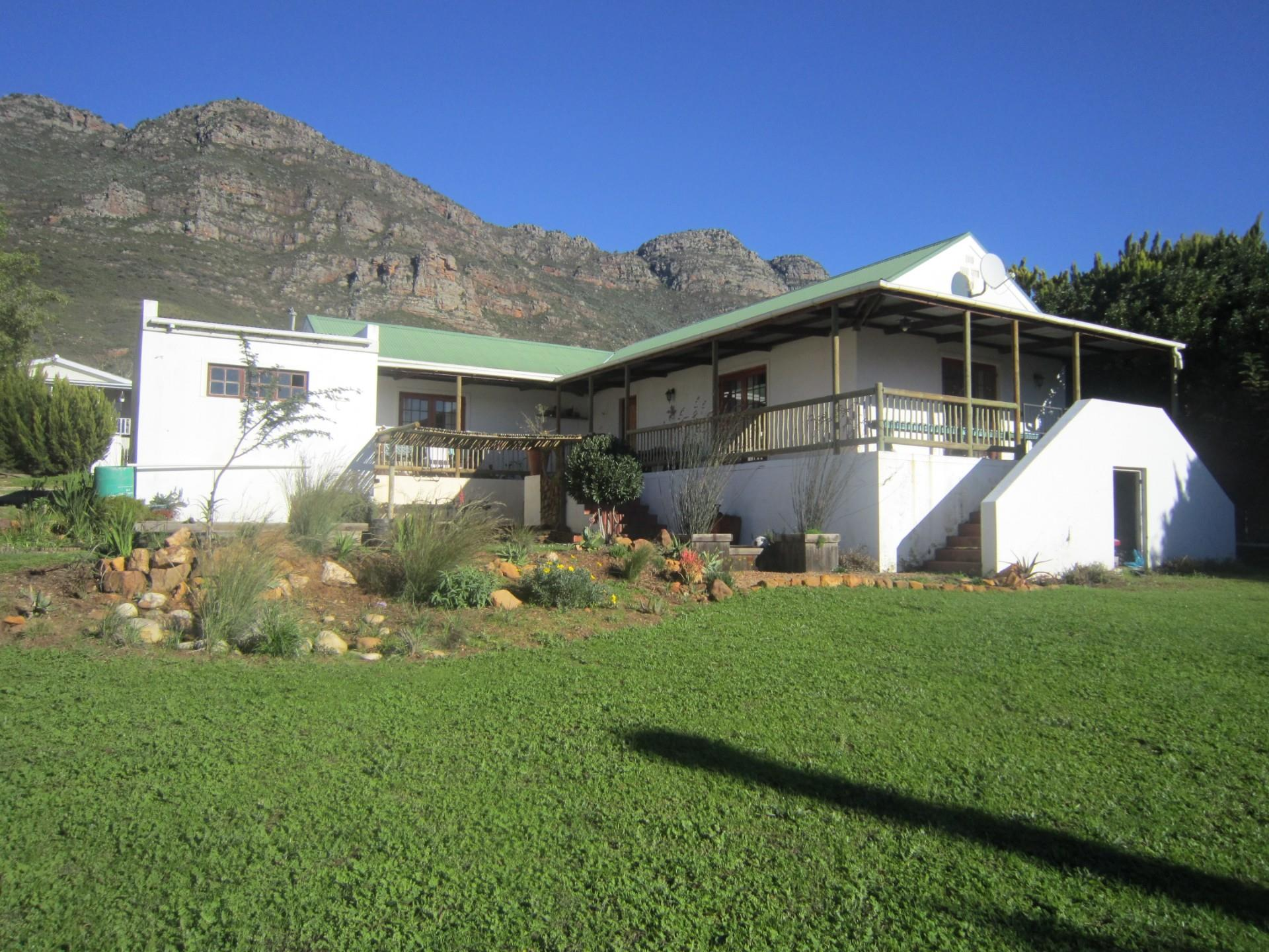 2 Bedroom House For Sale in Riebeek West