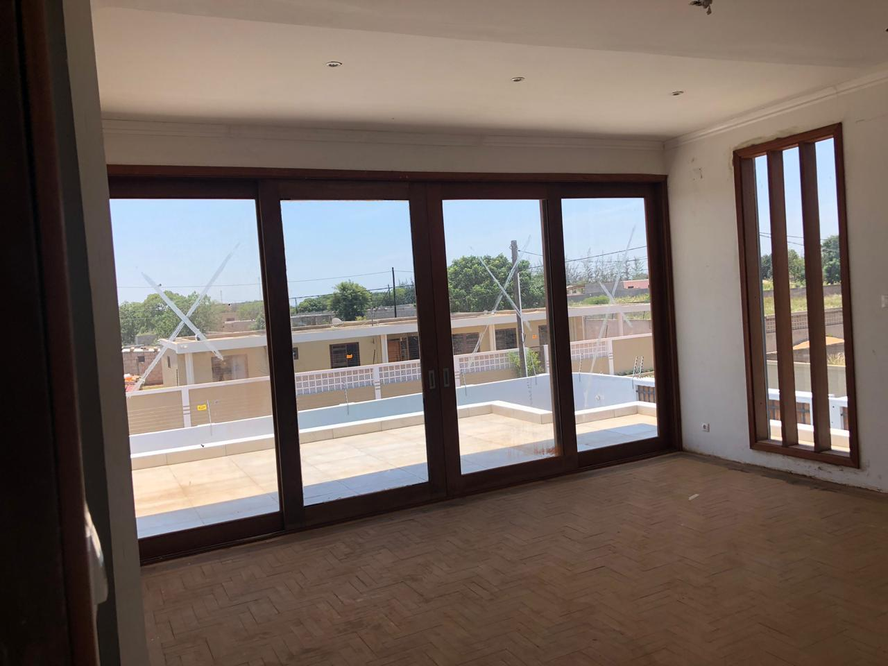 5 Bedroom House For Sale in Matola Central