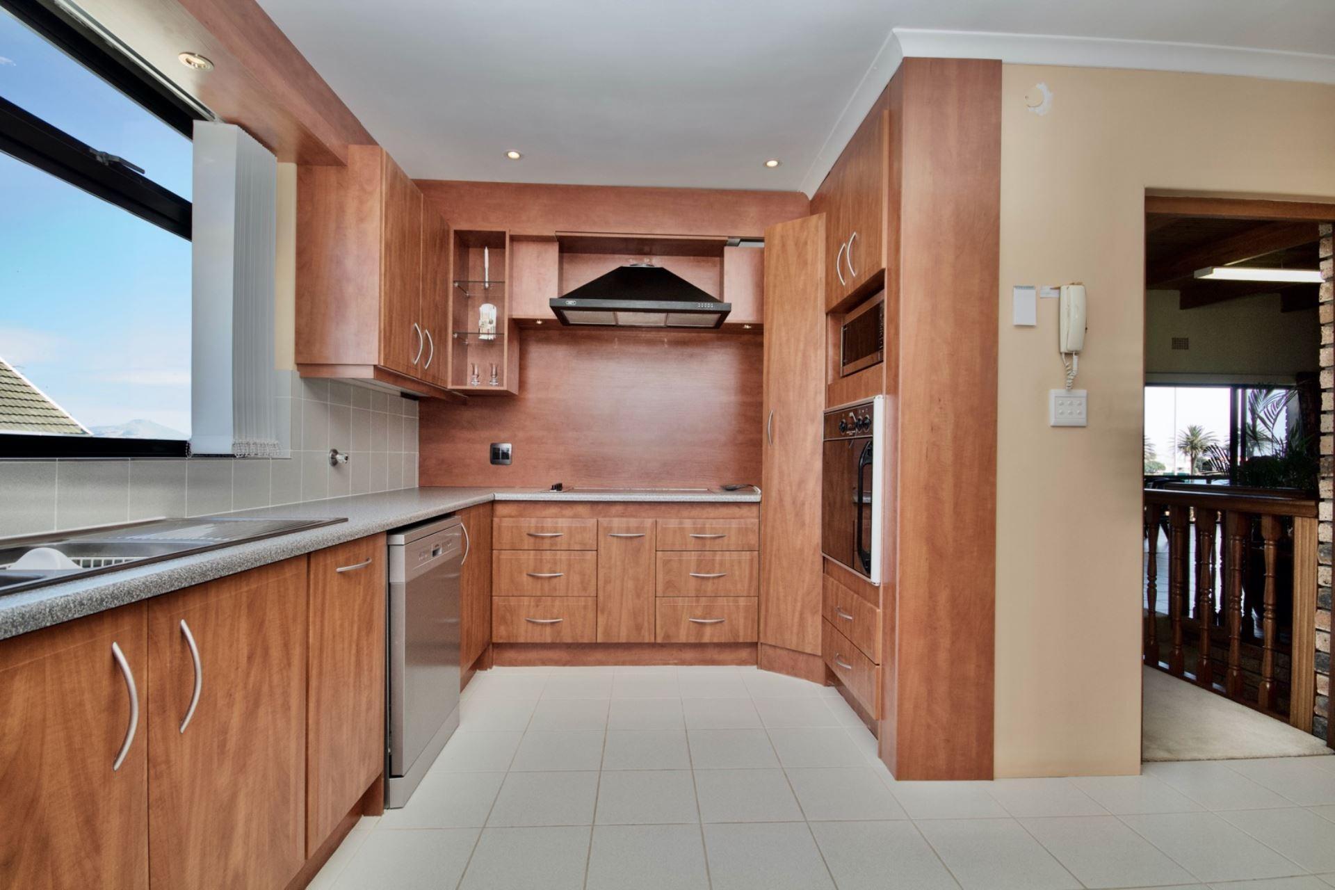4 Bedroom House For Sale in Milnerton Central
