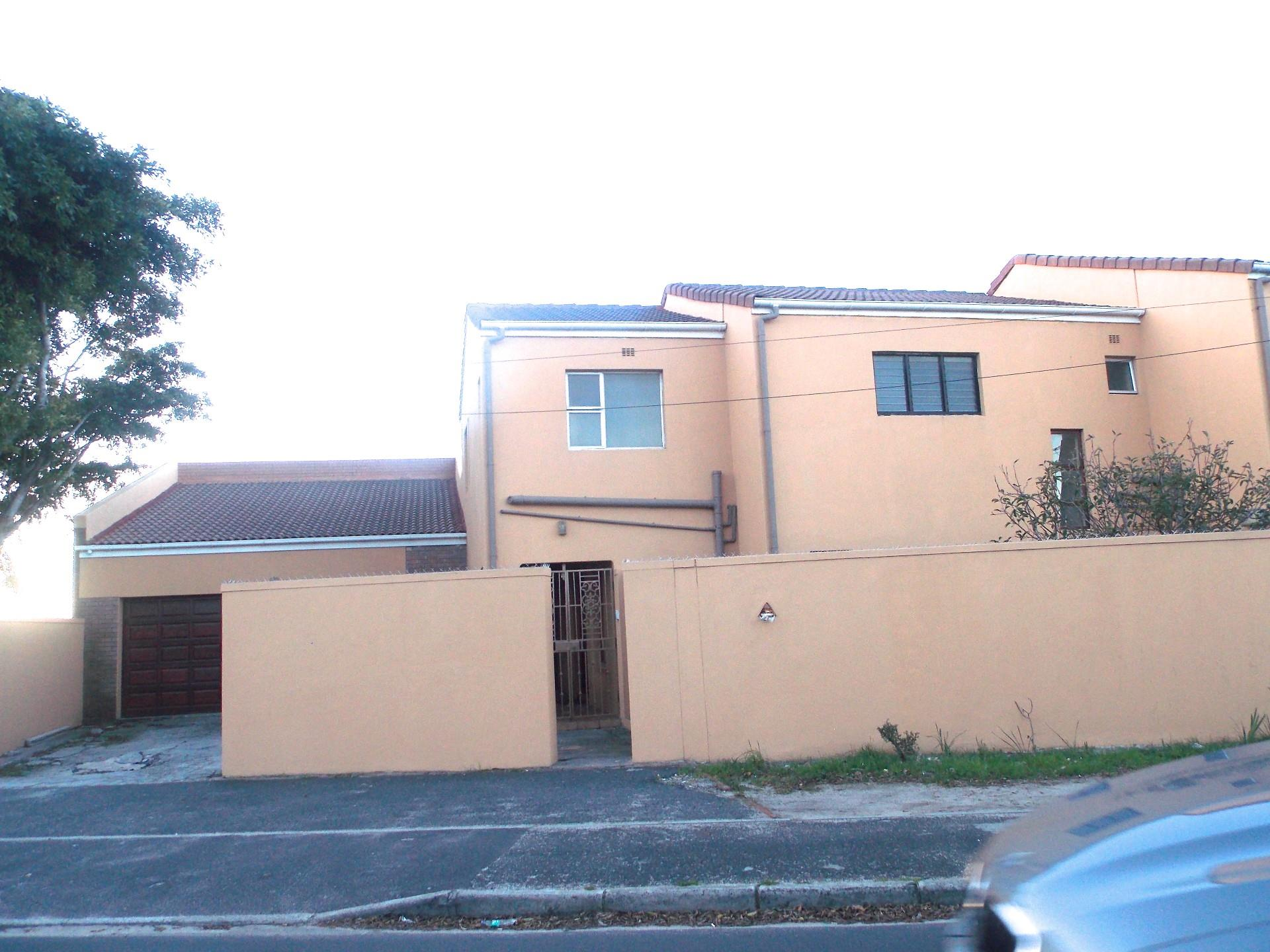 9 Bedroom House For Sale in Crawford