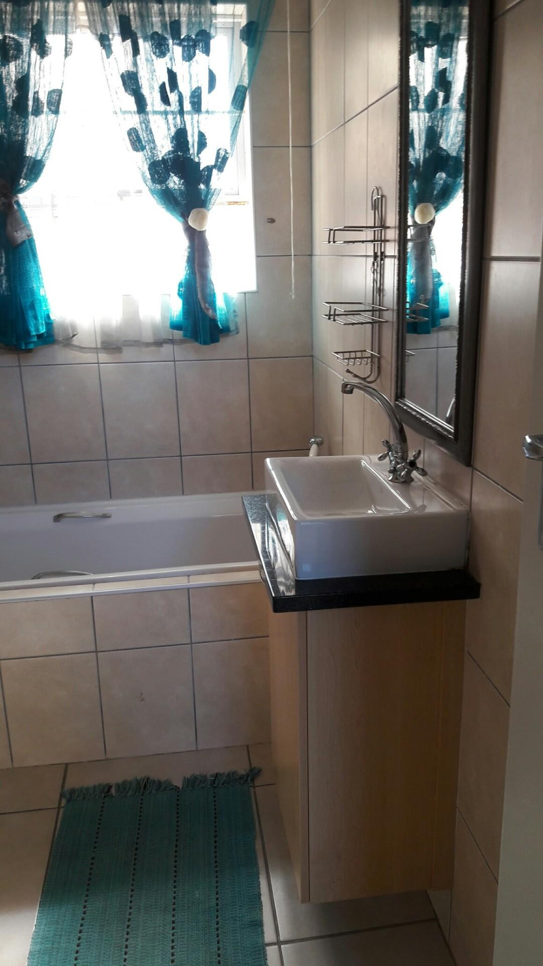 1 Bedroom Apartment To Rent in Costa Da Gama