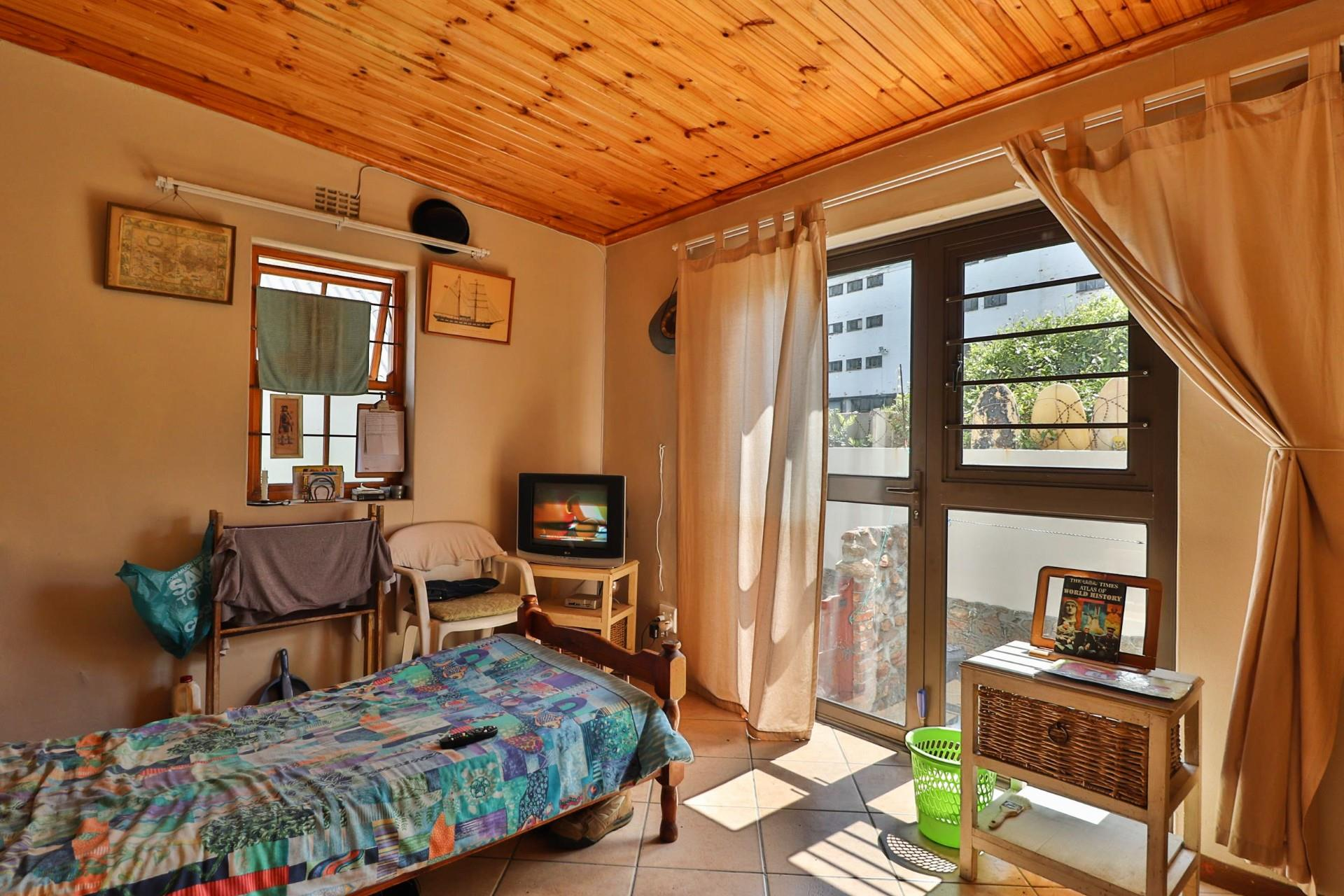 3 Bedroom Apartment For Sale in Muizenberg