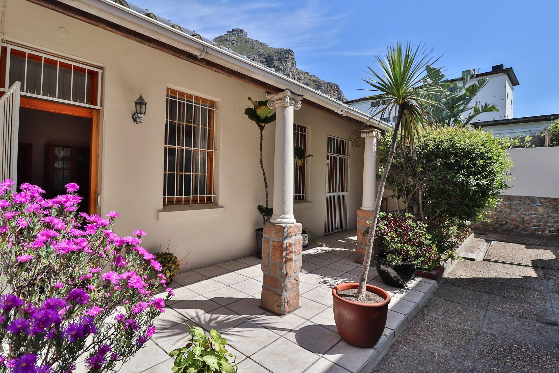6 Bedroom House For Sale in Muizenberg