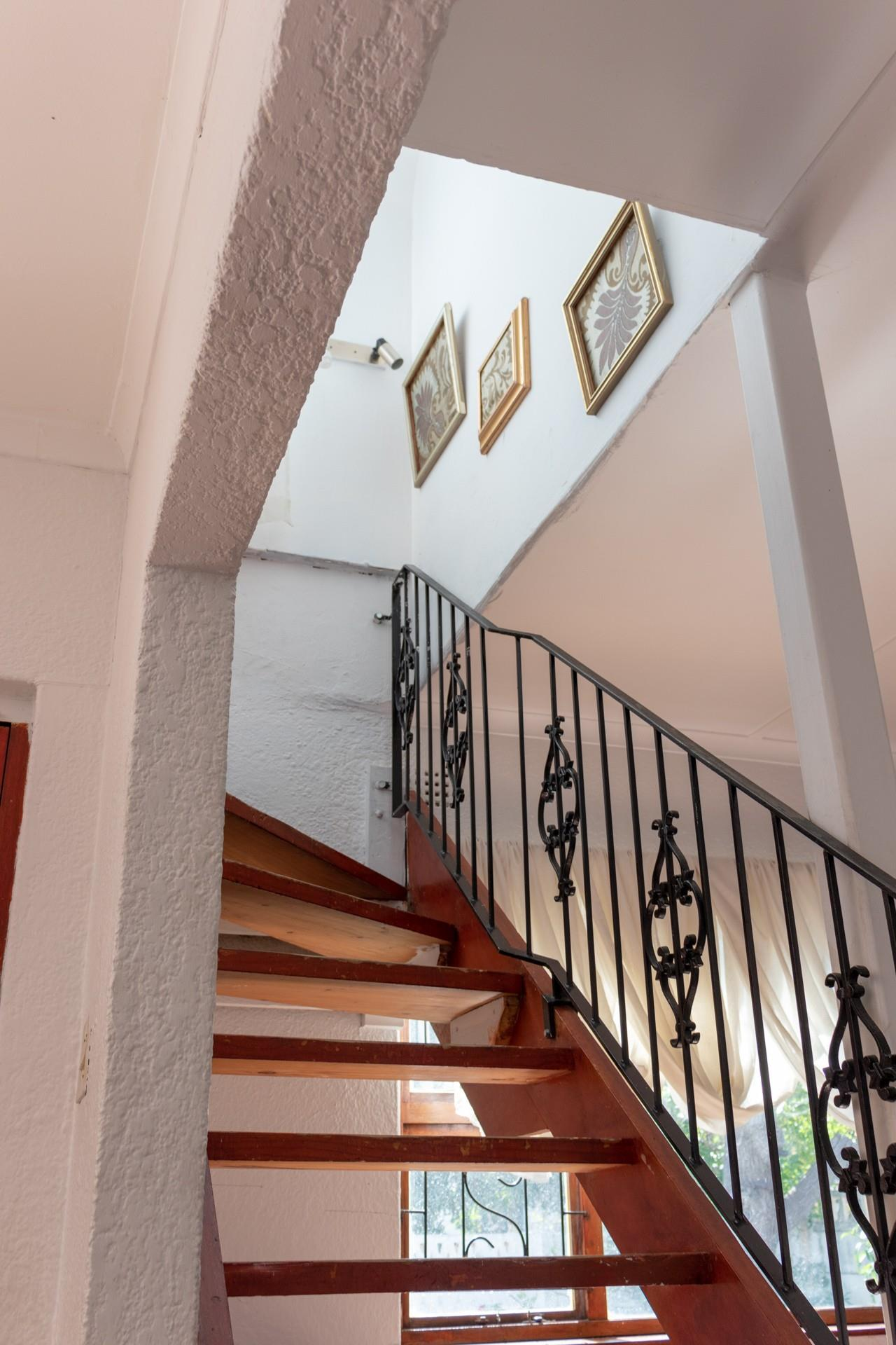 7 Bedroom House For Sale in Southfield