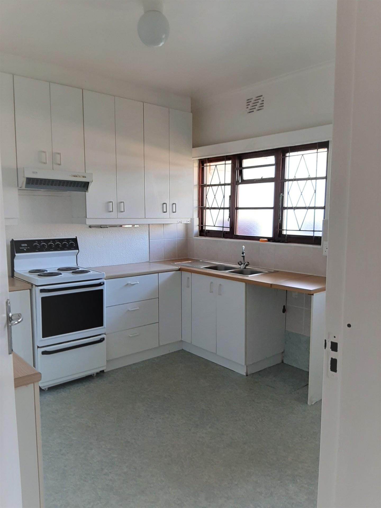 2 Bedroom House To Rent in Fish Hoek